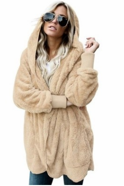 Fur coats are worn on both sides of long, warm cotton-padded coats in autumn and winter